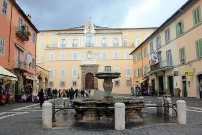 Площадь Piazza della Liberta