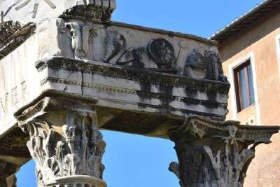 Барельеф на Храме Веспасиана