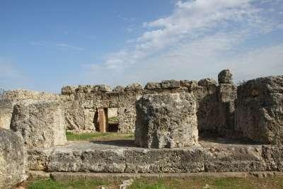 Руины древних зданий