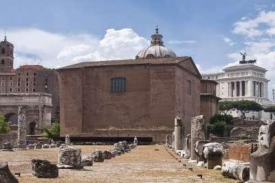 Руины Курии