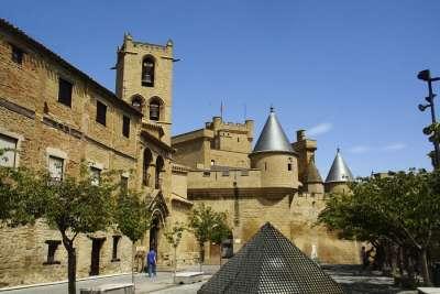 Замок в деревне Олит