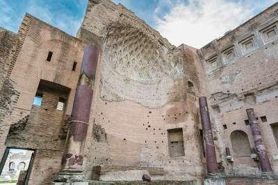Руины храма Венеры и Ромы