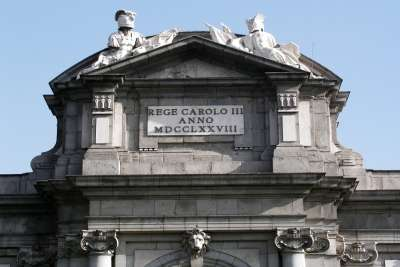 Архитектура арки Пуэрта-де-Алькала