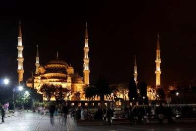 Вид на мечеть ночью