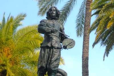 Памятник Веласкесу в Севилье