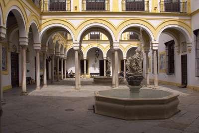 Дворец Дон-Жуана. Внутренний двор