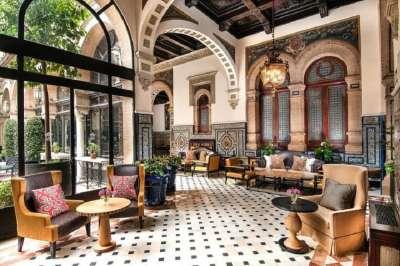 Отель в Севилье
