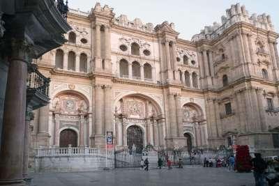 Главный фасад собора