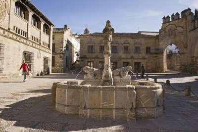 Plaza del Pópulo. Баэса