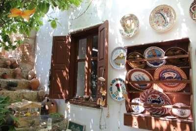 Дом с тарелками