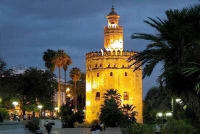 Золотая Башня ночью