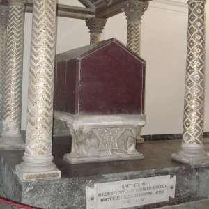 Саркофаг Рожера Сицилийского в кафедральном соборе Палермо