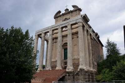 Церковь Сан-Лоренцо ин Миранда