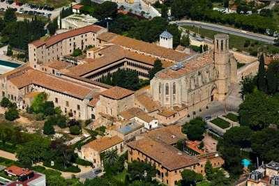 Вид на монастырь Педральбес сверху