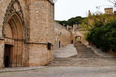 Вход в монастырский комплекс