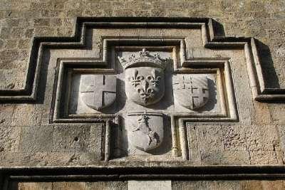 Гербы рыцарей на стенах Иппотона