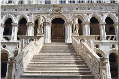 Лестница Гигантов со статуями Марса и Нептуна Дворца Дожей
