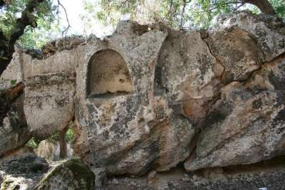 Полуколонны дорического ордера на гробнице Птолемеев