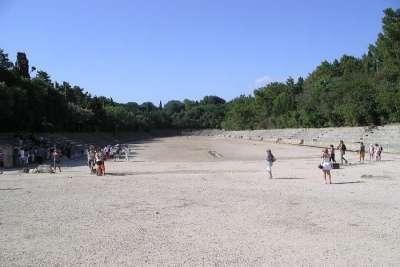 Руины древнего амфитеатра