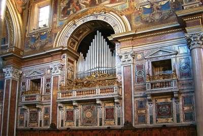 Средневековый орган в соборе Сан-Джовани