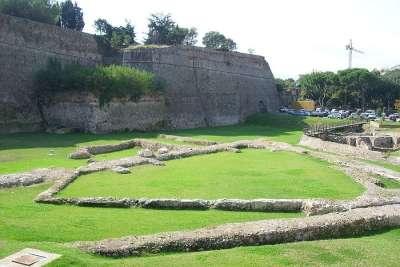 Стены крепости Приамар