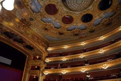 Балкон и крыша театра