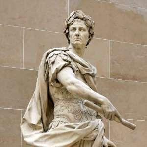 Скульптура Цезаря в Версале