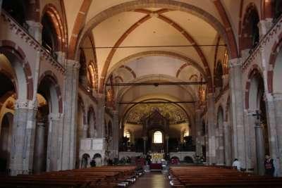 Базилика Сант-Амброджо внутри