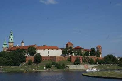 Вид на резиденцию со стороны Вислы