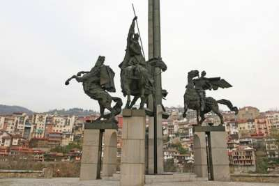 Монумент Царям