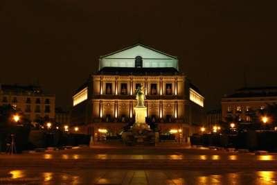 Мадридская опера ночью