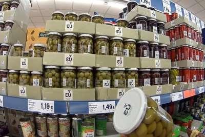 Оливки в греческом супермаркете