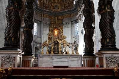 Киворий в Соборе Святого Петра
