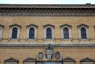 Украшение фасада Палаццо Фарнезе