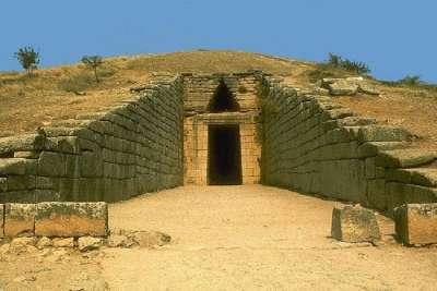 Вход в купольную гробницу