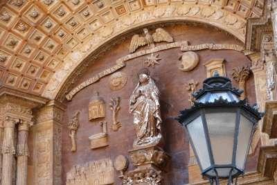 Главный портал Пальмского собора