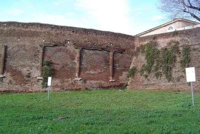 Развалины Амфитеатра Кастрензе