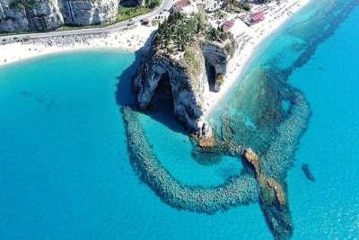Вид на пляж Тропеи