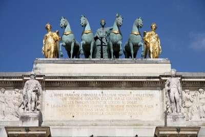 Скульптуры на арке