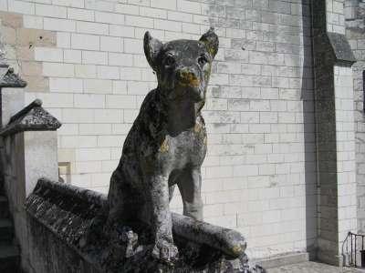 Скульптуры на территории замка