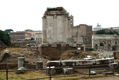 Вид на храм Весты