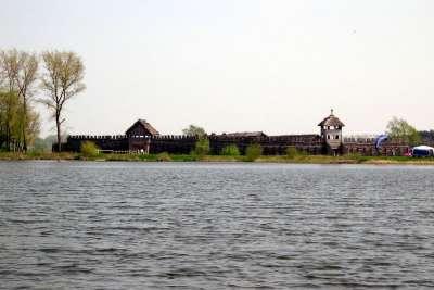 Город Бискупин и одноименное озеро