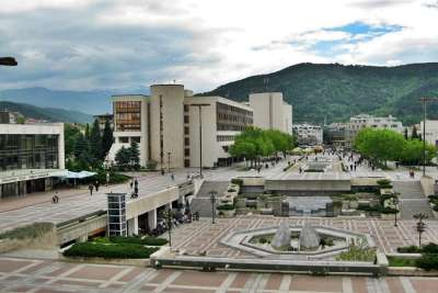 Площадь возле университета