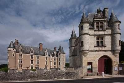 Замок Монпупон