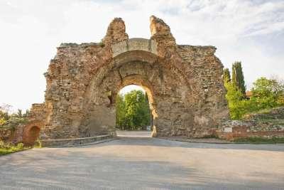 Ворота крепости в Хисаре