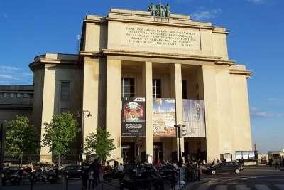 Вход в Театр в здании дворца