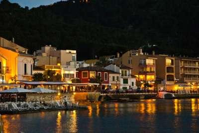 Ночная набережная города