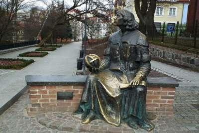 Памятник Копернику в Ольштыне