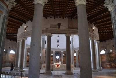 Церковь Сан-Стефано-Ротондо внутри