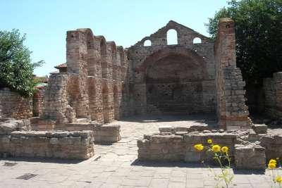 Руины древних сооружений